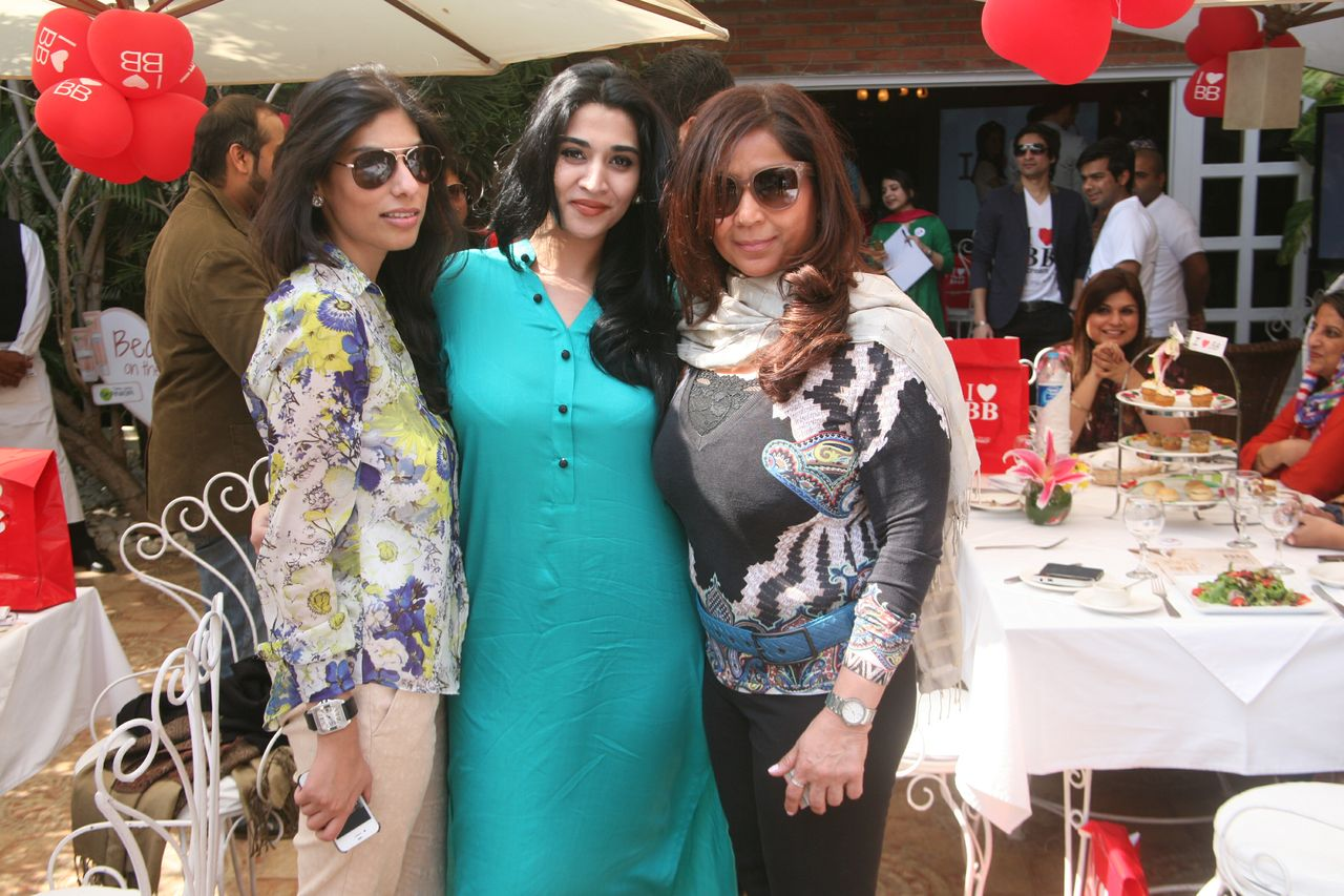 Zainab Malik, Hira Mansuri and Musharraf Hai