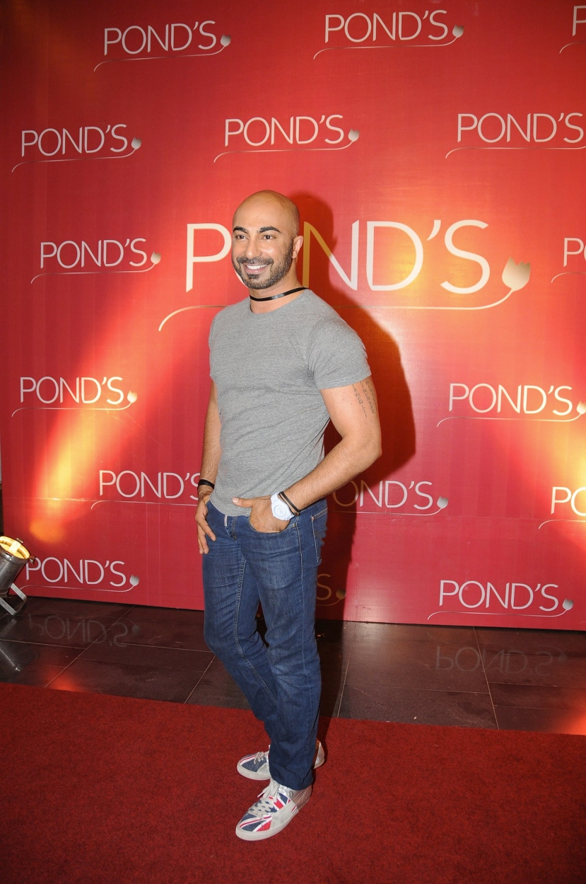 HSY wearing a white Toywatch