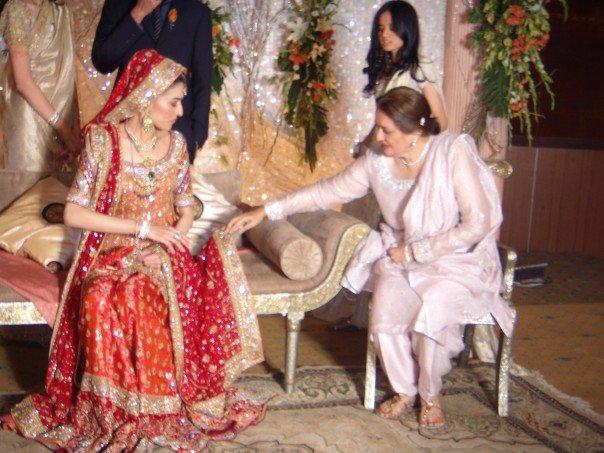 Manahil wears Bunto Kazmi